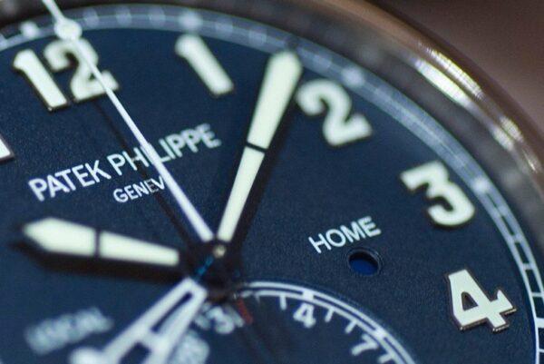Đồng hồ Patek Philippe Calatrava Pilot Travel Time Ref 5524G mặt số xanh